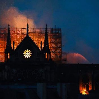 Een grote brand in De Notre Dame in Parijs op 15-04-19 verwoest een groot deel van de kerk.